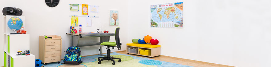 Schreibtische  Stuehle