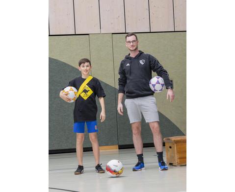 Schulhof-Fussball gelb-5