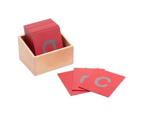Fuehl-Kleinbuchstaben mit Holzkasten