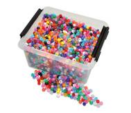 Kunststoff-Perlen in der Kiste