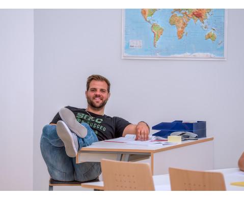 Lehrertisch swing Blende mit abschliessbarer Schublade und PU-Kante-5