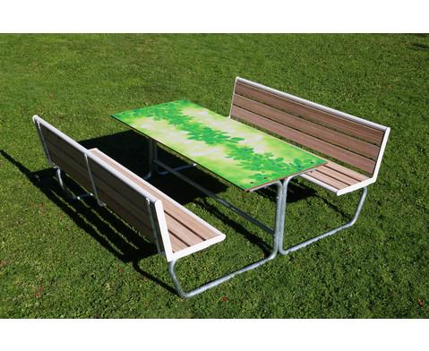 Sitzgruppe gruenes Klassenzimmer Sitzflaechen mit Holzeinsatz