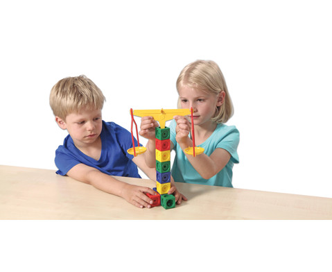 Anja und Leon experimentieren mit Hebel Rolle und Magnet-2