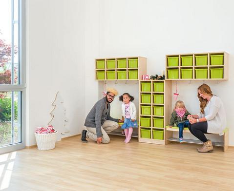 Garderoben-Fachregale CHIPPO mit gruenen Boxen-3